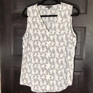 SALE❤️ NWOT Adrianna Papell sleeveless top M
